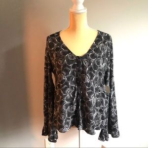 Hinge NWT v neck button front bell sleeve size M